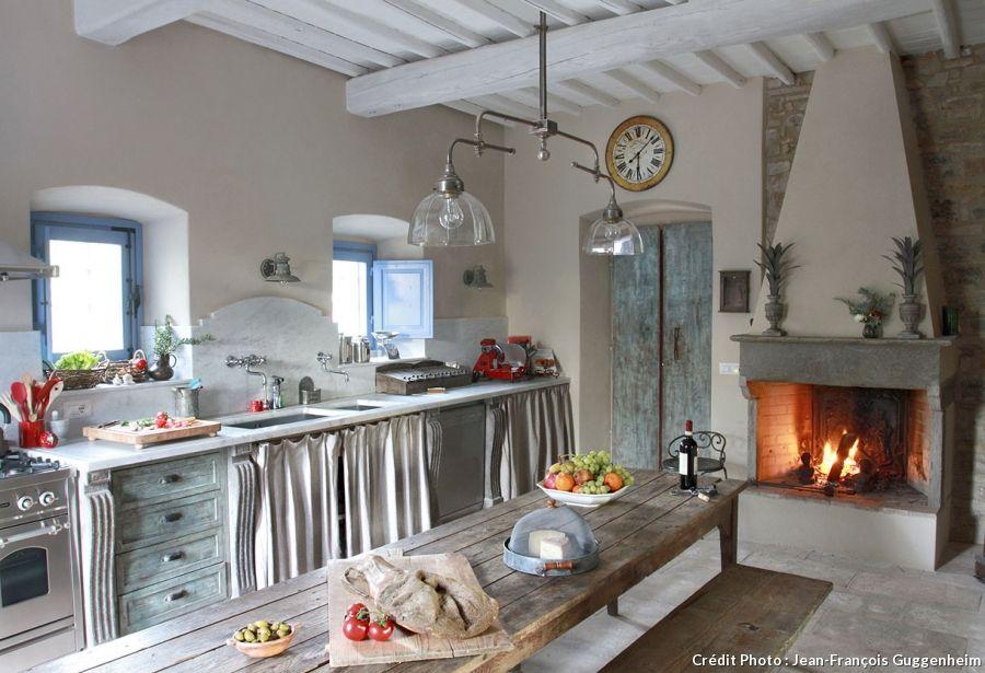 Une maison d 39 h tes en toscane hotes de la maison et la for Cuisine ancienne campagne
