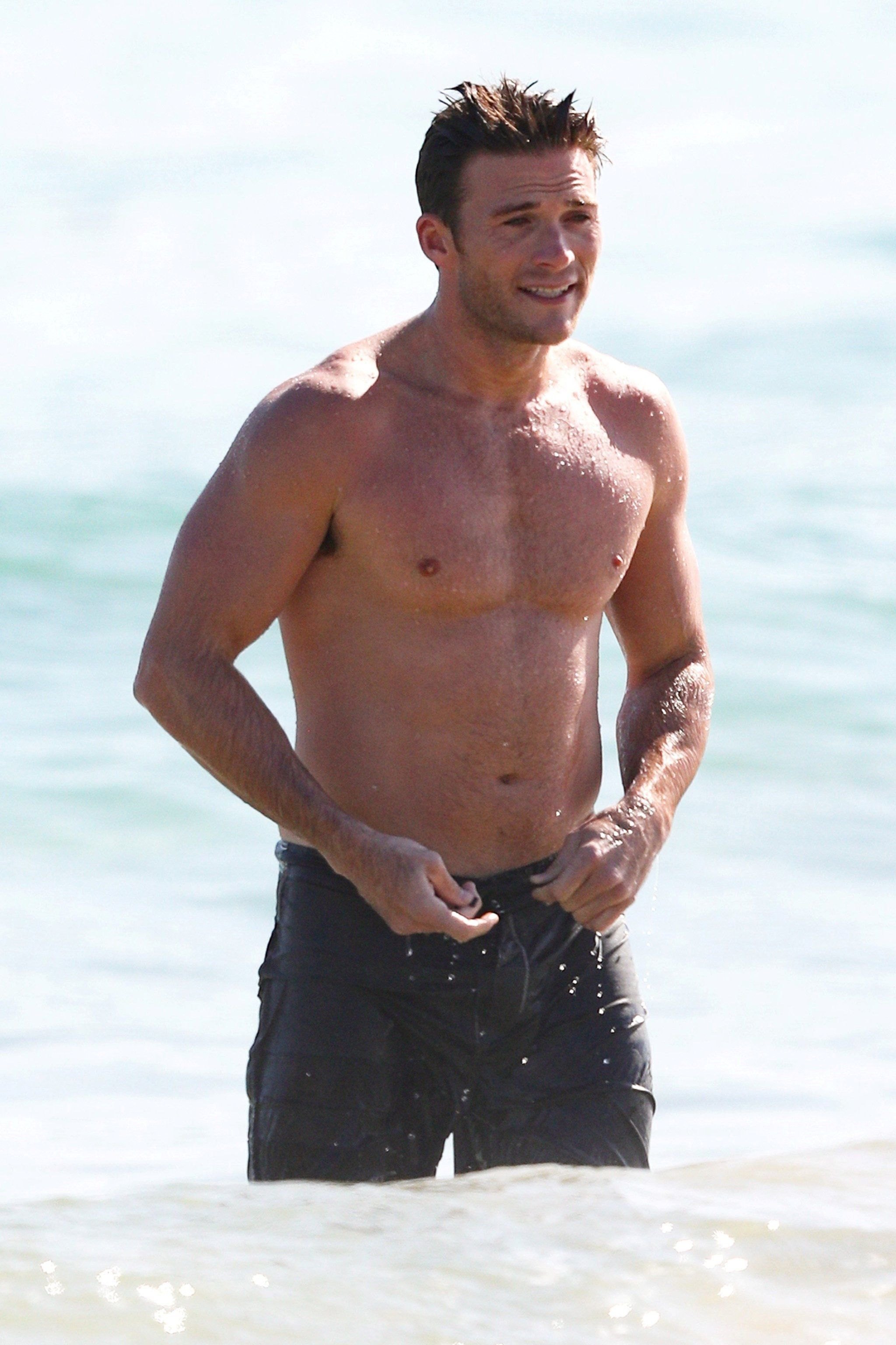 A Shirtless and Dripping-Wet Scott Eastwood Is Here to ...
