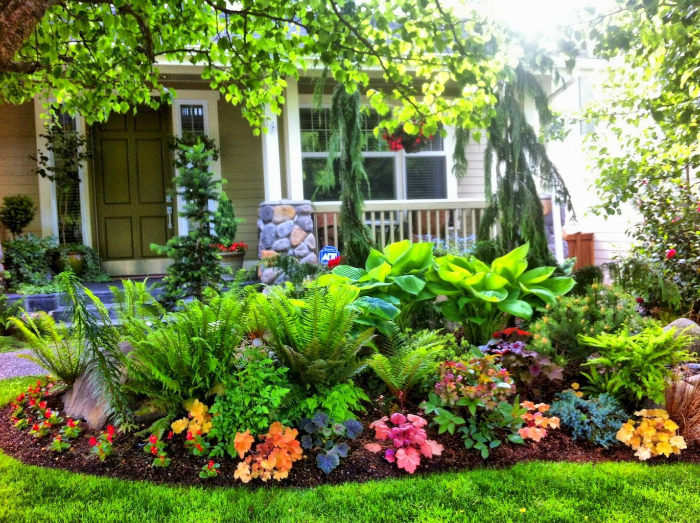 Awesome 45 fresh and beautiful front yard landscaping for Pictures of front yard landscapes