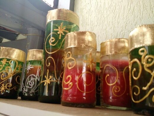 Velas artesanais de baunilha em vidros de garrafa como decoração natalina!  JanaRosa Artes (11) 948145865