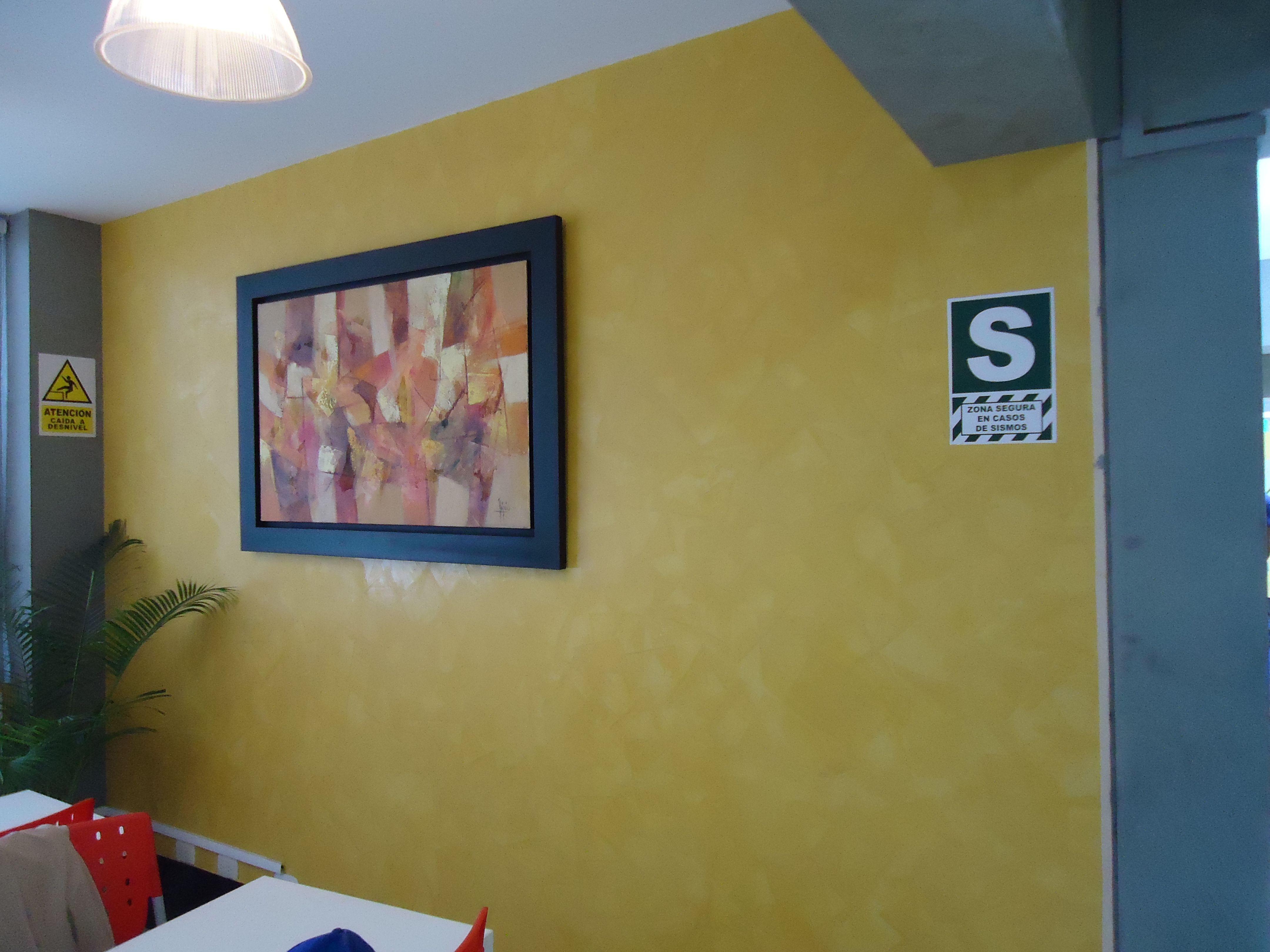 Servicio de estucado diferentes áreas como recepción, sala de espera.