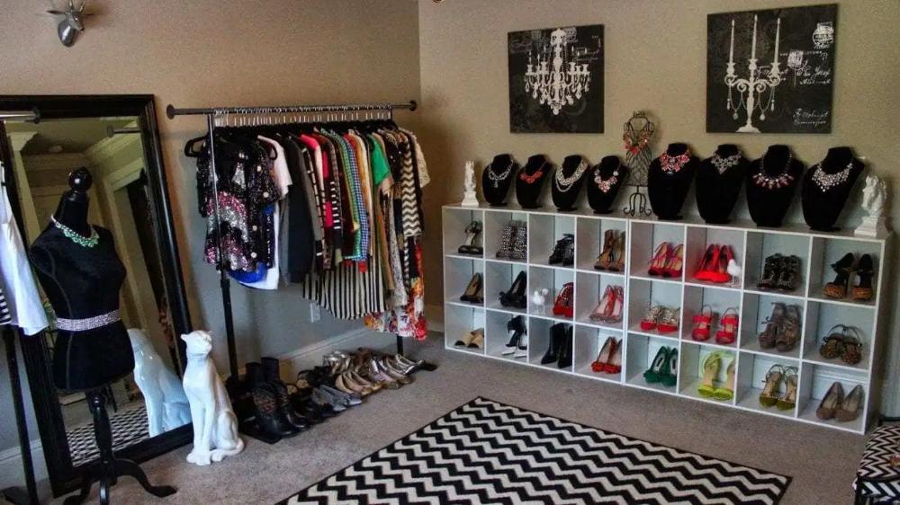 10 Ideas On How To Turn A Bedroom Into A Closet Simphome Spare Bedroom Closets Dressing Room Closet Spare Room Closet