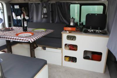 Camperizacion de furgoneta tipo trafic vivaro primastar wolf for Muebles camper