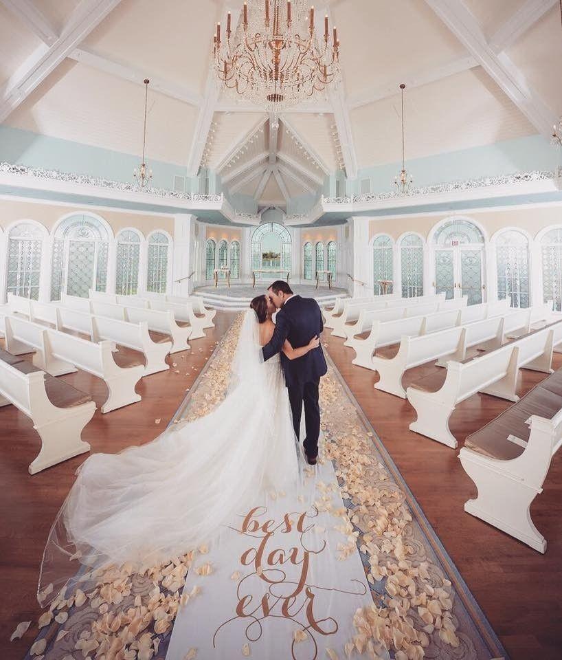 Da série: Fotos que dispensam legenda!!! . . . . . . . . . . . . . . . . #casamento #véudenoiva #amor #noiva #noivo #decoracaodecasamento #love #grandedia #blogdecasamento #bridal #bride #casamento #noivos #veudenoiva #voucasar #wedding #weddingideas #weddinginspiration #vestidodenoiva #noiva #wedding #weddingday #weddingdress #casamento #casamentos #vestido #vestidos #madrinha #disney #weddingdress