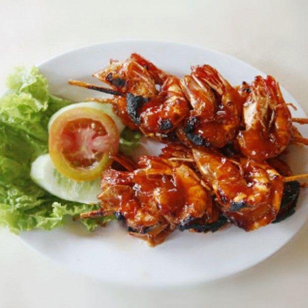 Daging Bakar Berlumur Kecap Manis Bango Ini Sangat Segar Dengan Kuah Soto Yang Wangi Daun Jeruk Nikmati Selagi H Resep Udang Bakar Resep Makanan Resep Seafood