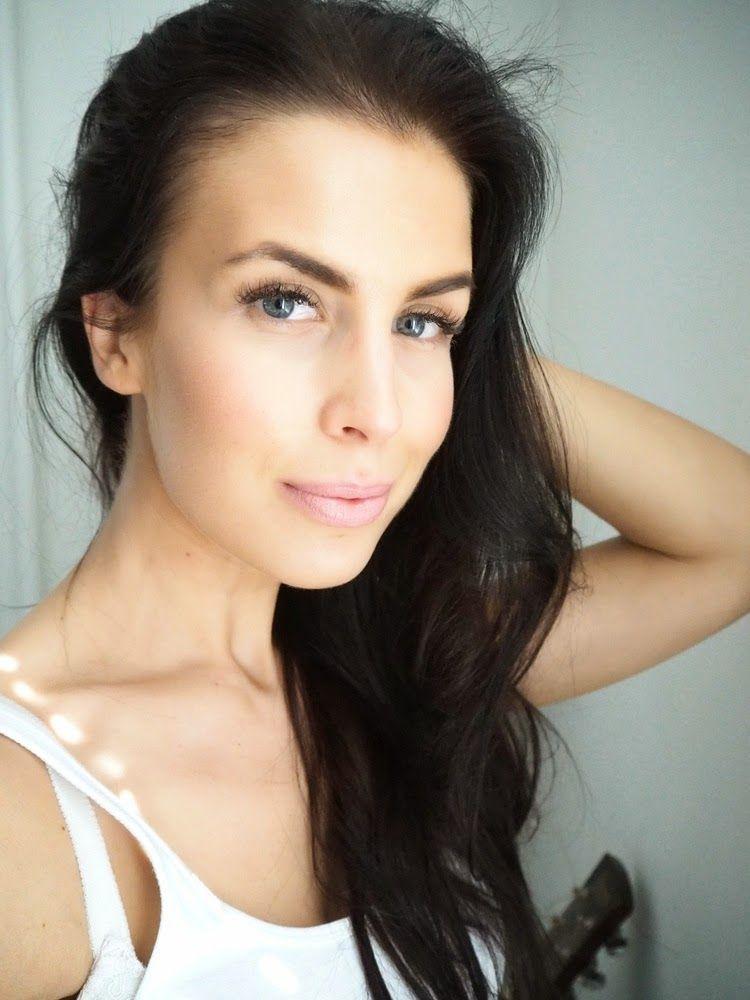 Gorgeous blogger Jutta/On my way wearing Wild Rose Lipstick 91, Seasons. #makeup #trend #lumene