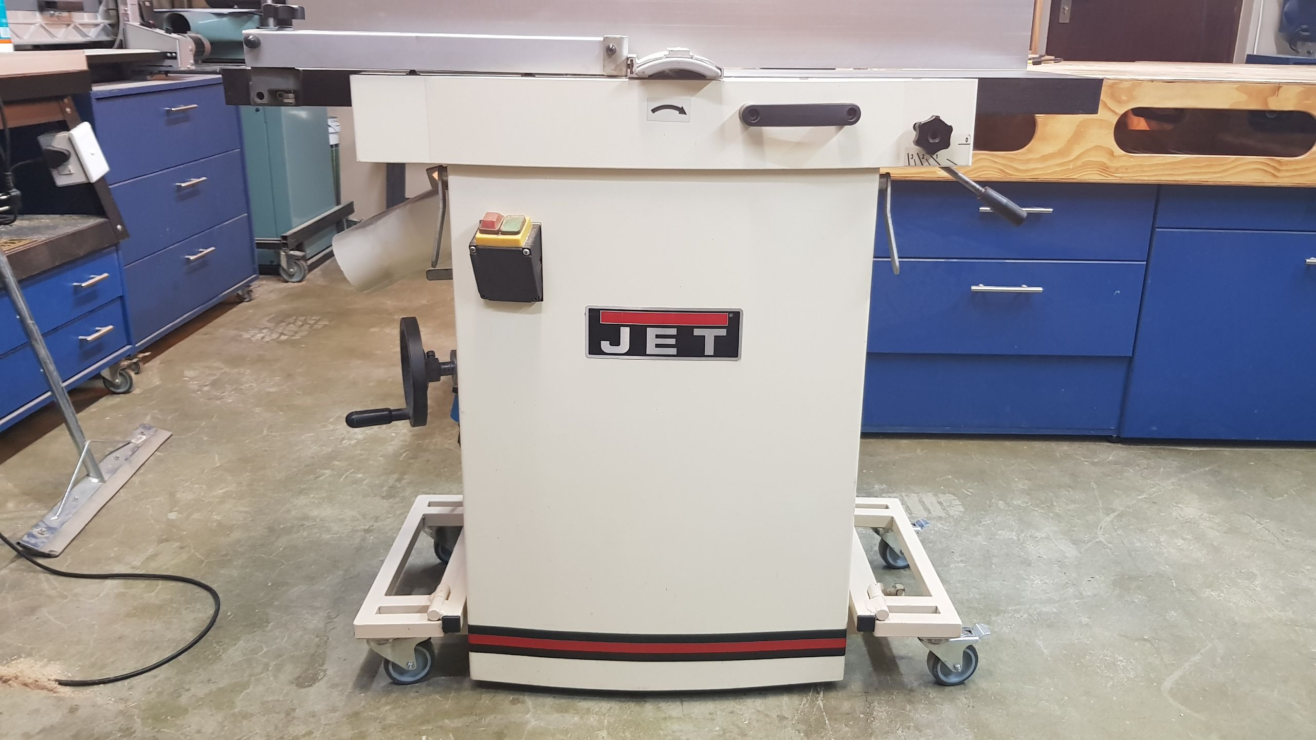 Mobile base for JET JPT-260. The planer can be lowered to ...