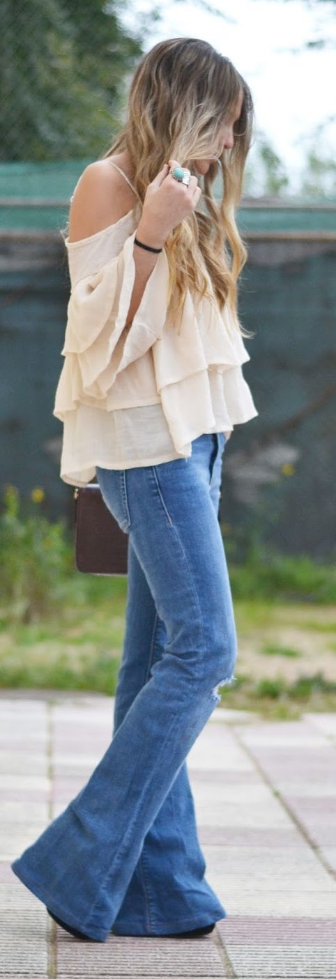 Lace Top And Flare Jeans Streetstyle