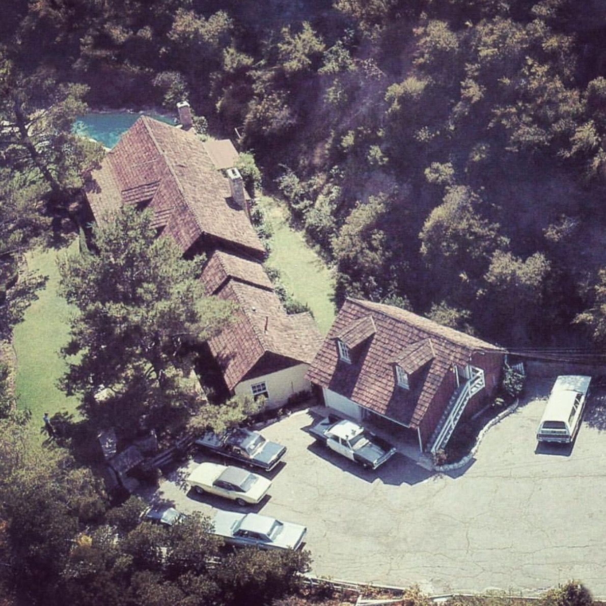 10050 Cielo Drive   Helter Skelter in 2019   Sharon tate crime scene