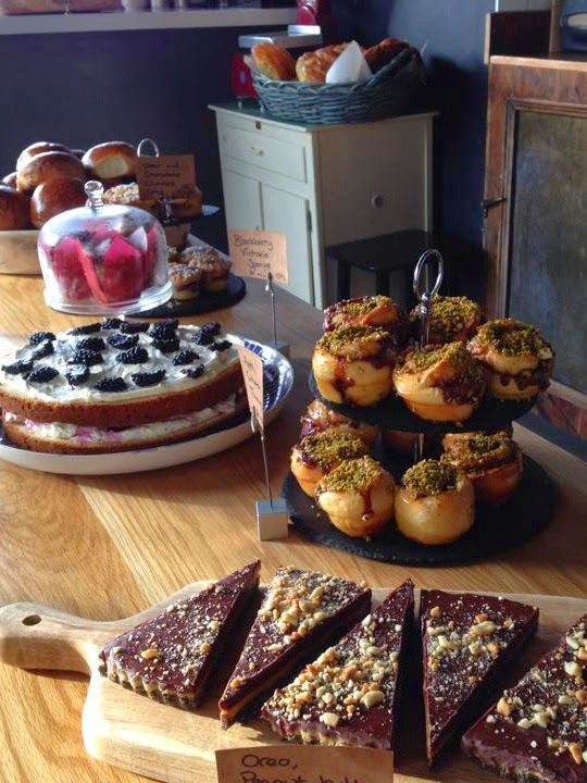 A Foodie Trip to Dublin - cakes, pastries, and more! Lovely Greens   The Beauty of Country Living #foodie #ireland #dublin #cakes