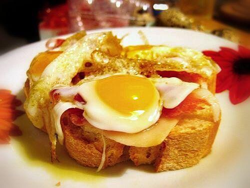 Tosta  de huevo campero y Jamón by @Ovosdocamino