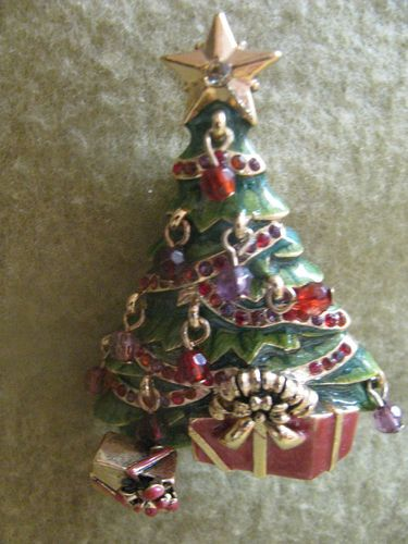 5a757ea3829 L C CHRISTMAS TREE BROOCH PIN GIFTS DANGLING LIGHTS STAR GOLD RED GREEN  SIGNED