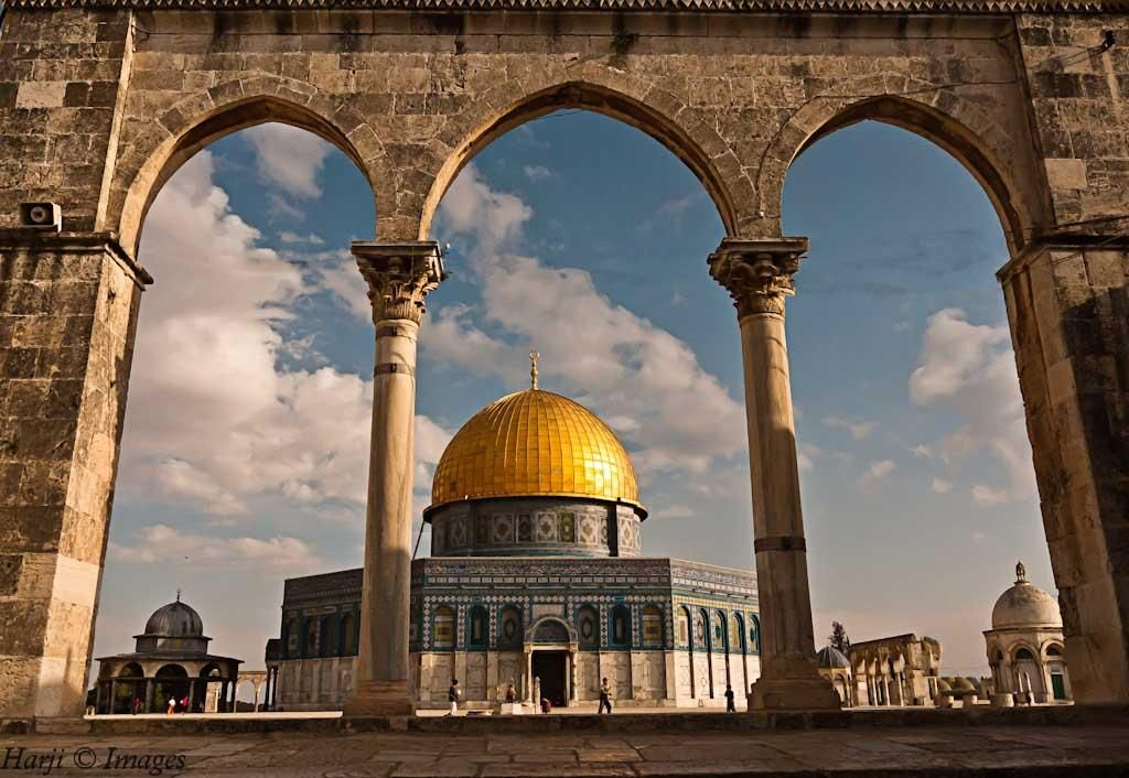 Built in the 7th century, this beautiful blue-and-gold shrine houses the rock from which the Prophet took his Night Journey into heaven. The rock is also associated with Abraham's near-sacrifice of his son, Ishmael.