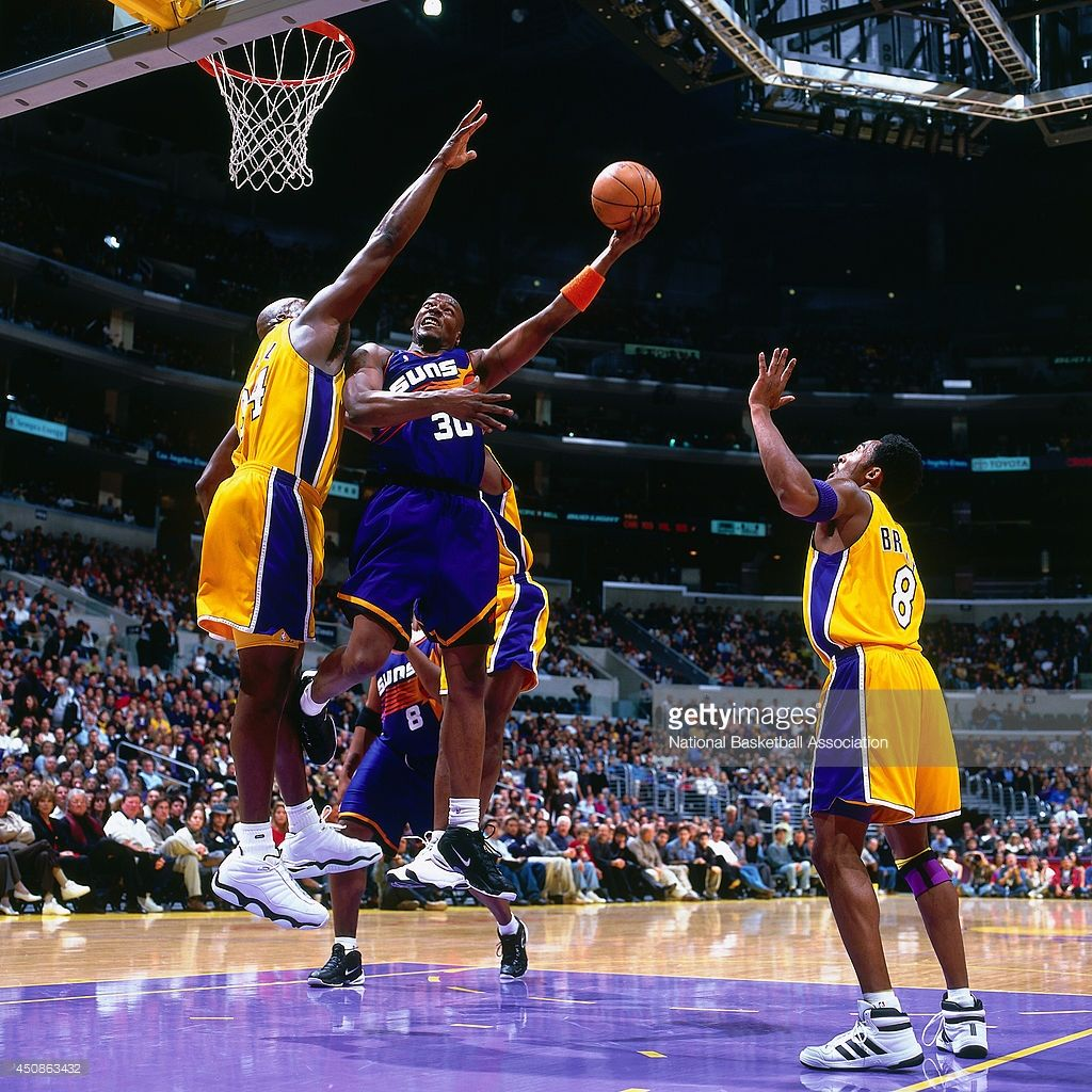 Clifford Robinson 30 of the Phoenix Suns shoots the ball against