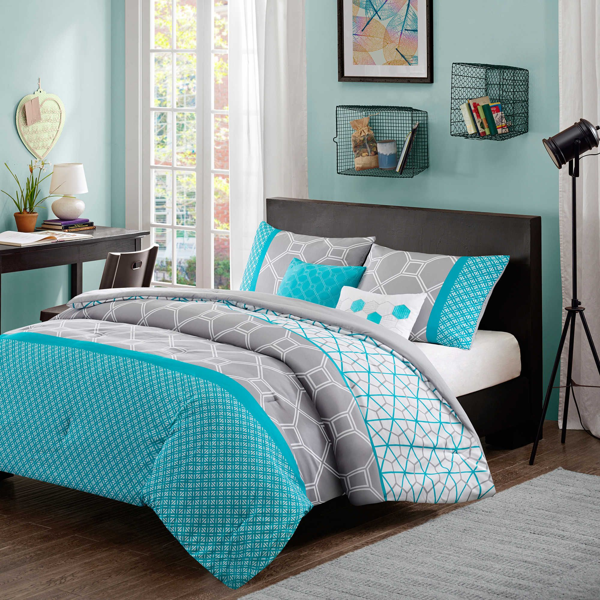 Intelligent Design Clara Reversible Comforter Set In Blue