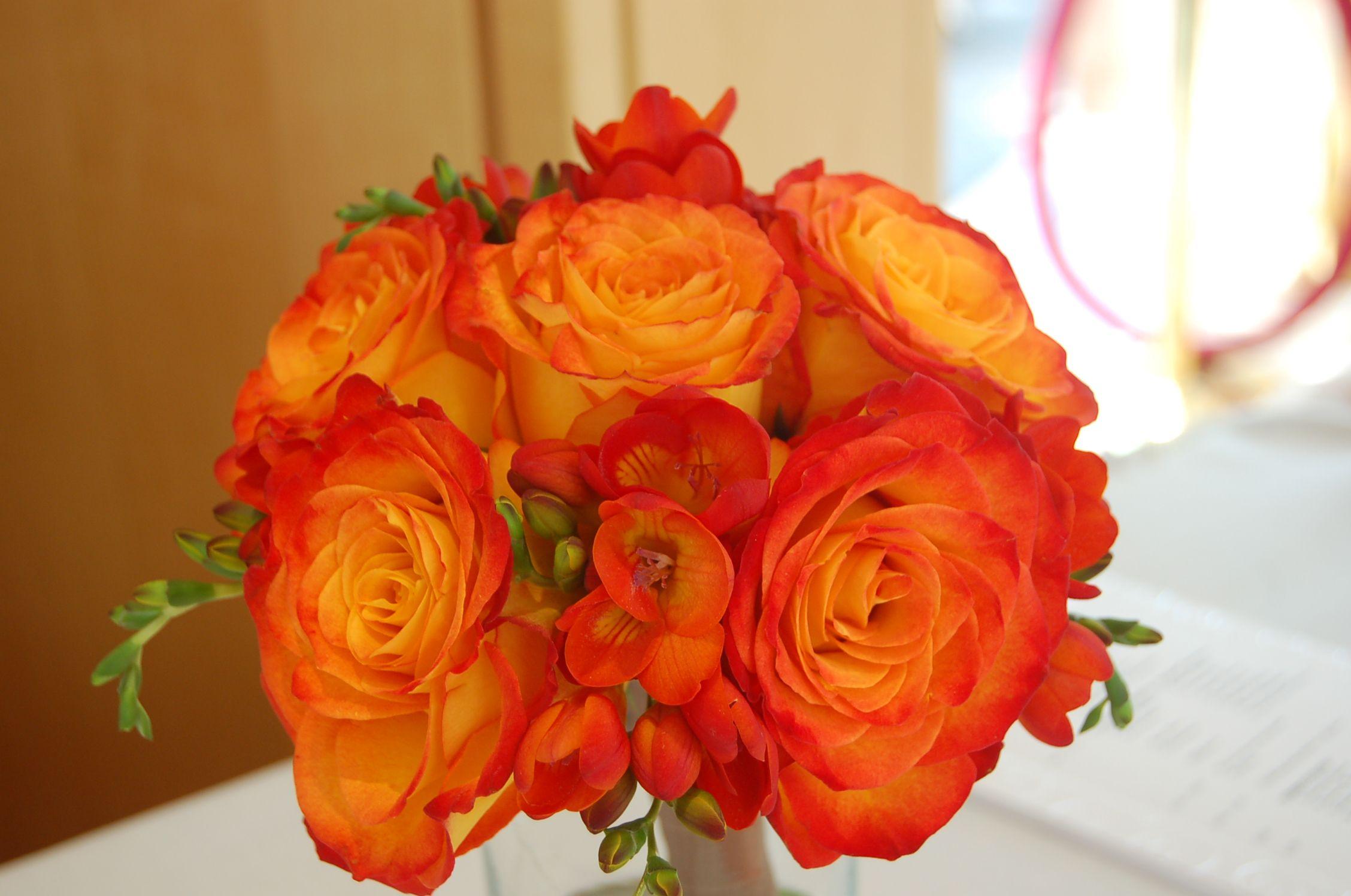 Orange flowers! Pretty, simple & my favorite color ...