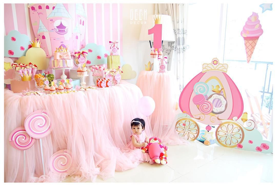 Sweet baby girl in her pinky castle #castle #pink #birthdayparty #decoration #sweet #princess #dessert #firstbirthday #1 #GEEKsg #saigon #sinhnhat #beautiful #adorable #babygirl