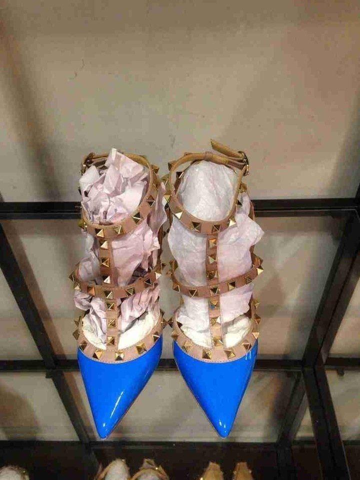 Chegou em nossa loja os Sapatos da marca Valentino RockStud. Confira agora em nossa loja todos os modelos e cores! Aproveite e pague no cartão em até 12x ou à vista com 10% de desconto! www.replicasdebolsa.com.br