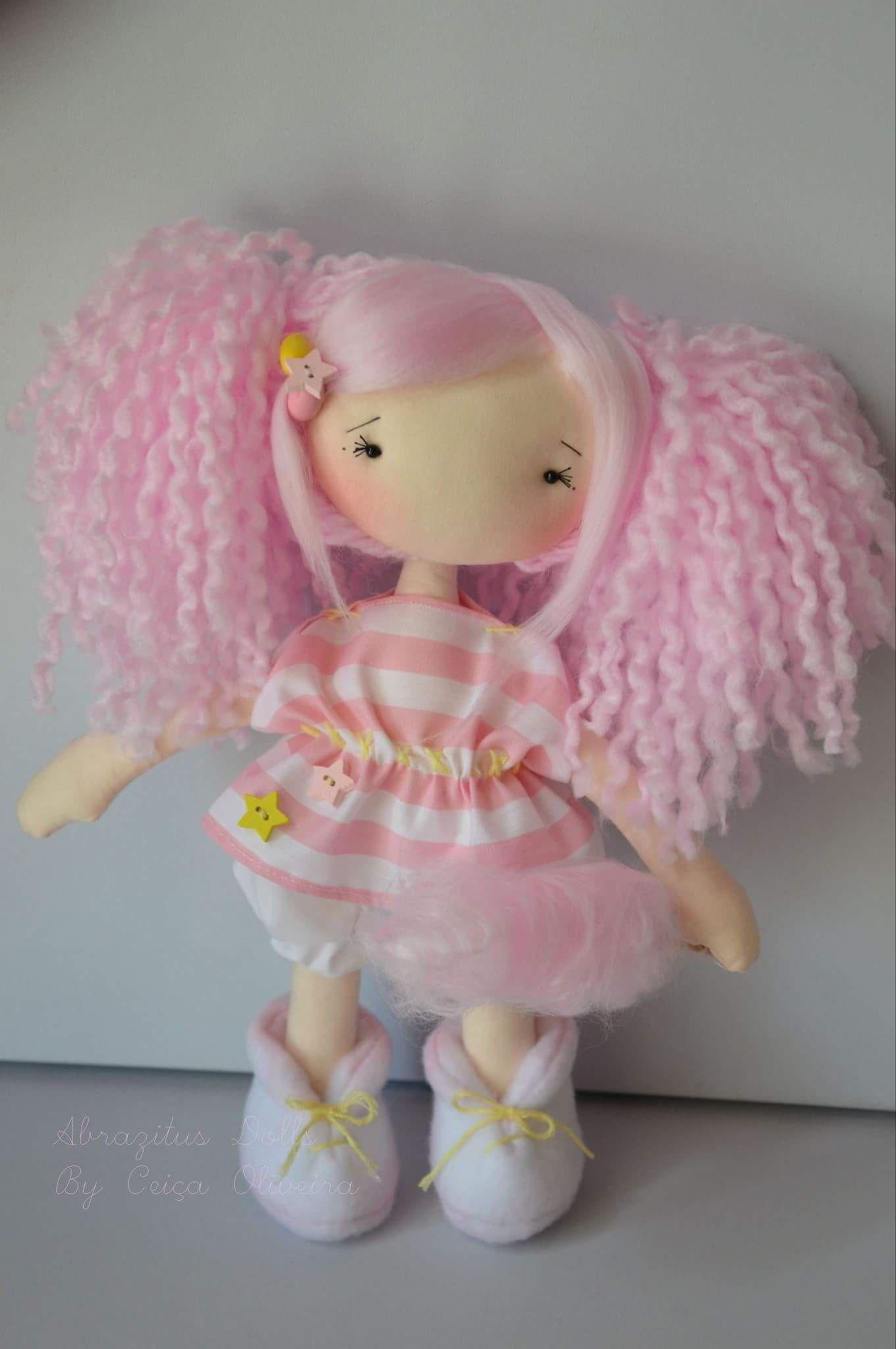 Boneca rosa de abrazitus dolls