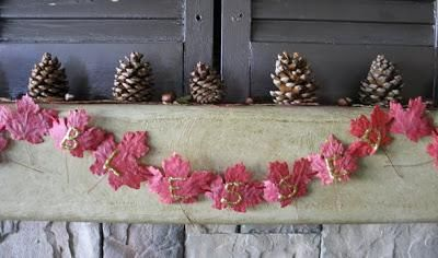 DIY Autumn : DIY Fall Banner with Real Dried Leaves!