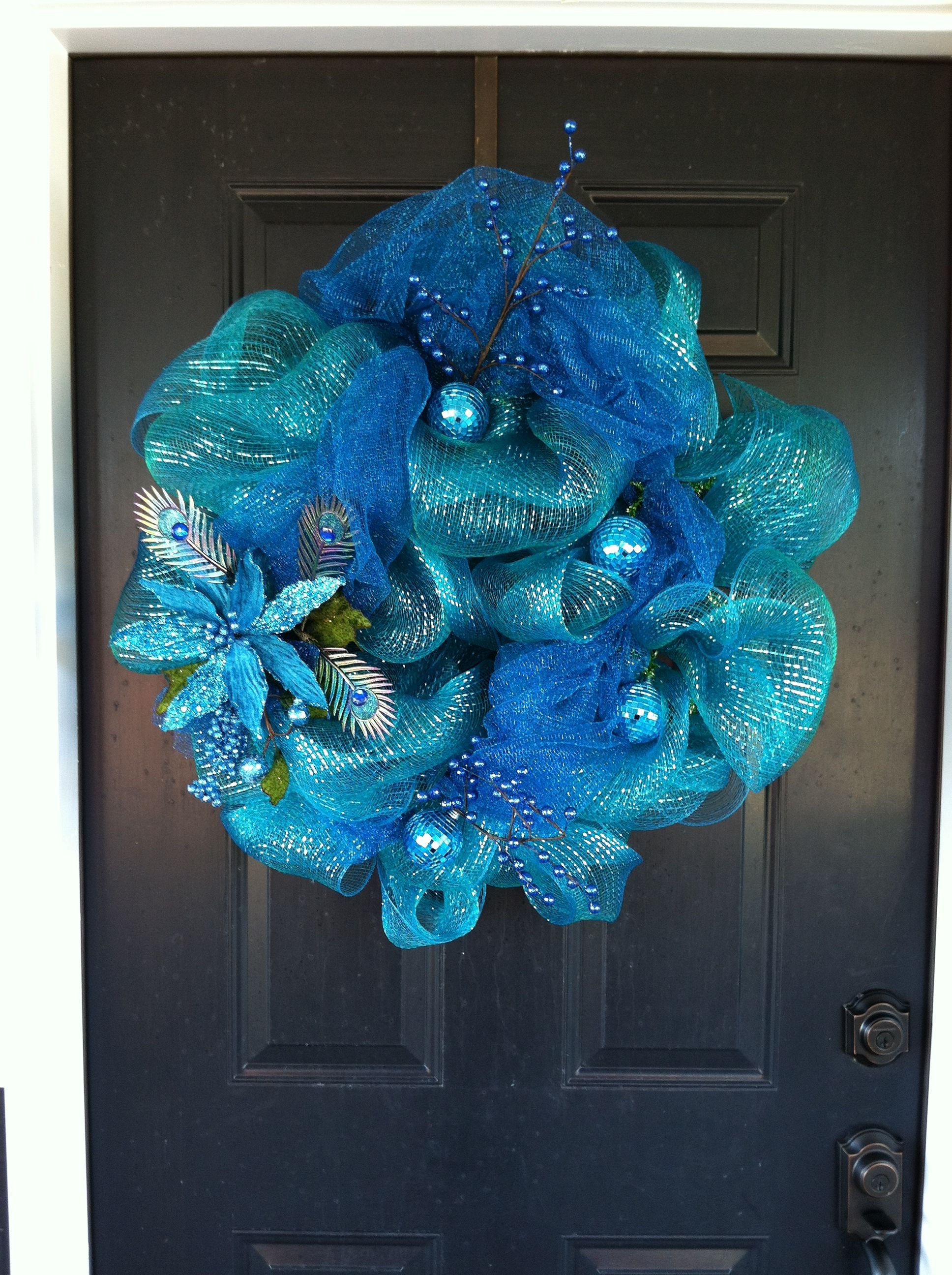 Peacock inspired Christmas wreath made with 1 roll of deco mesh and 1 roll of mesh garland.