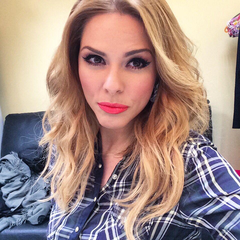 Before ELENIS show!! Hair #vassilisbouloubasis makeup #roulastamatopoulou