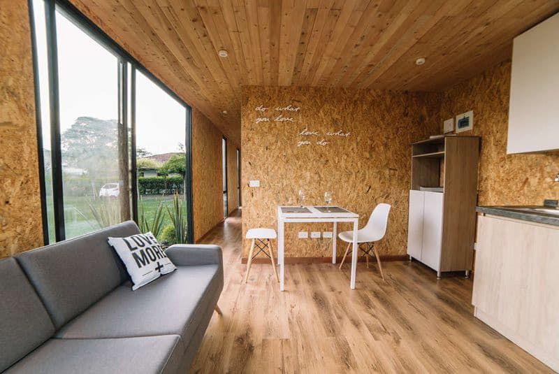 Como Pintar Y Barnizar Placas O Tableros Osb Pintomicasa Com Casas Rusticas Sala De Estar Rustica Interiores Rusticos