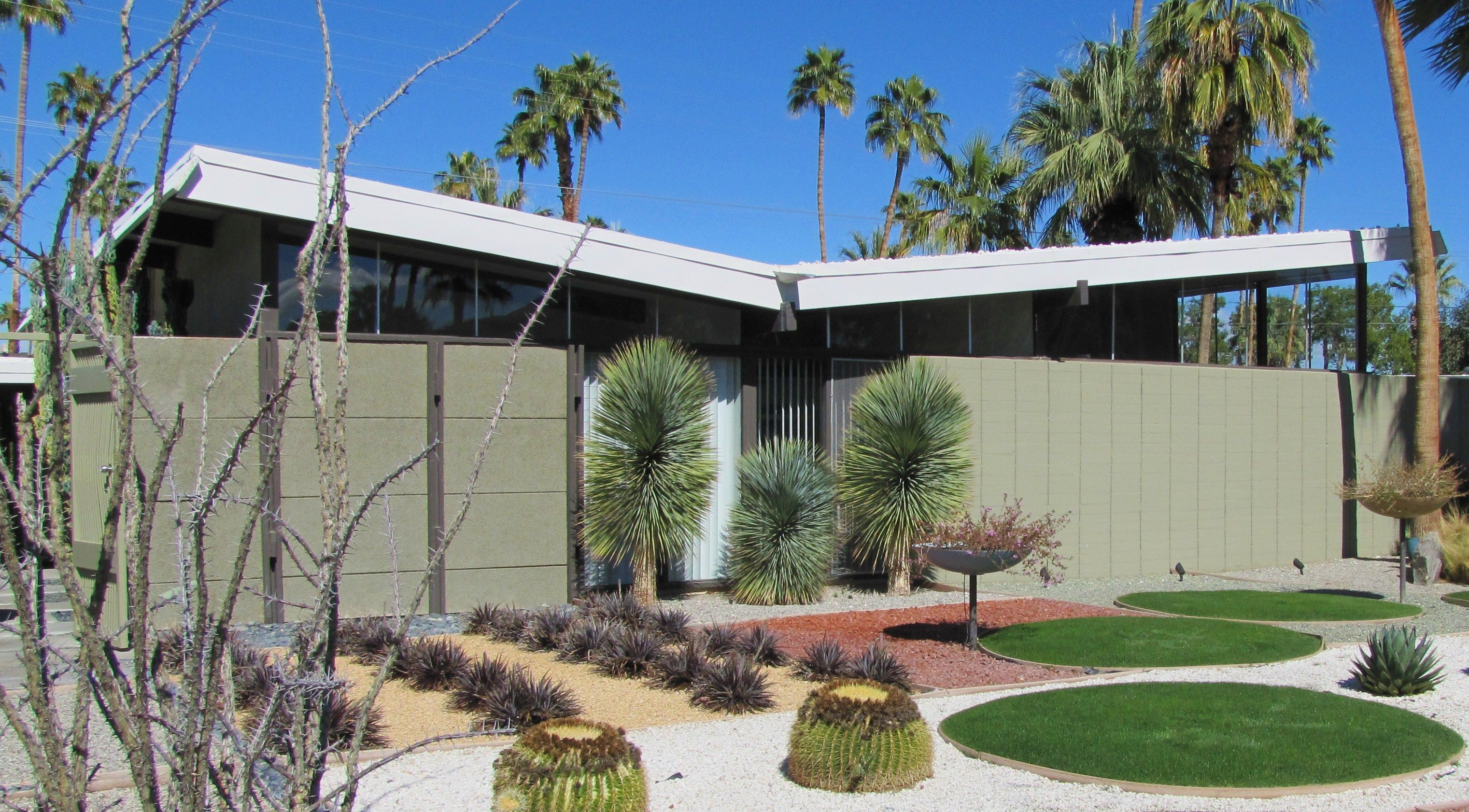 Floating butterfly roof home and interior design ideas for Palm springs mid century modern homes for sale