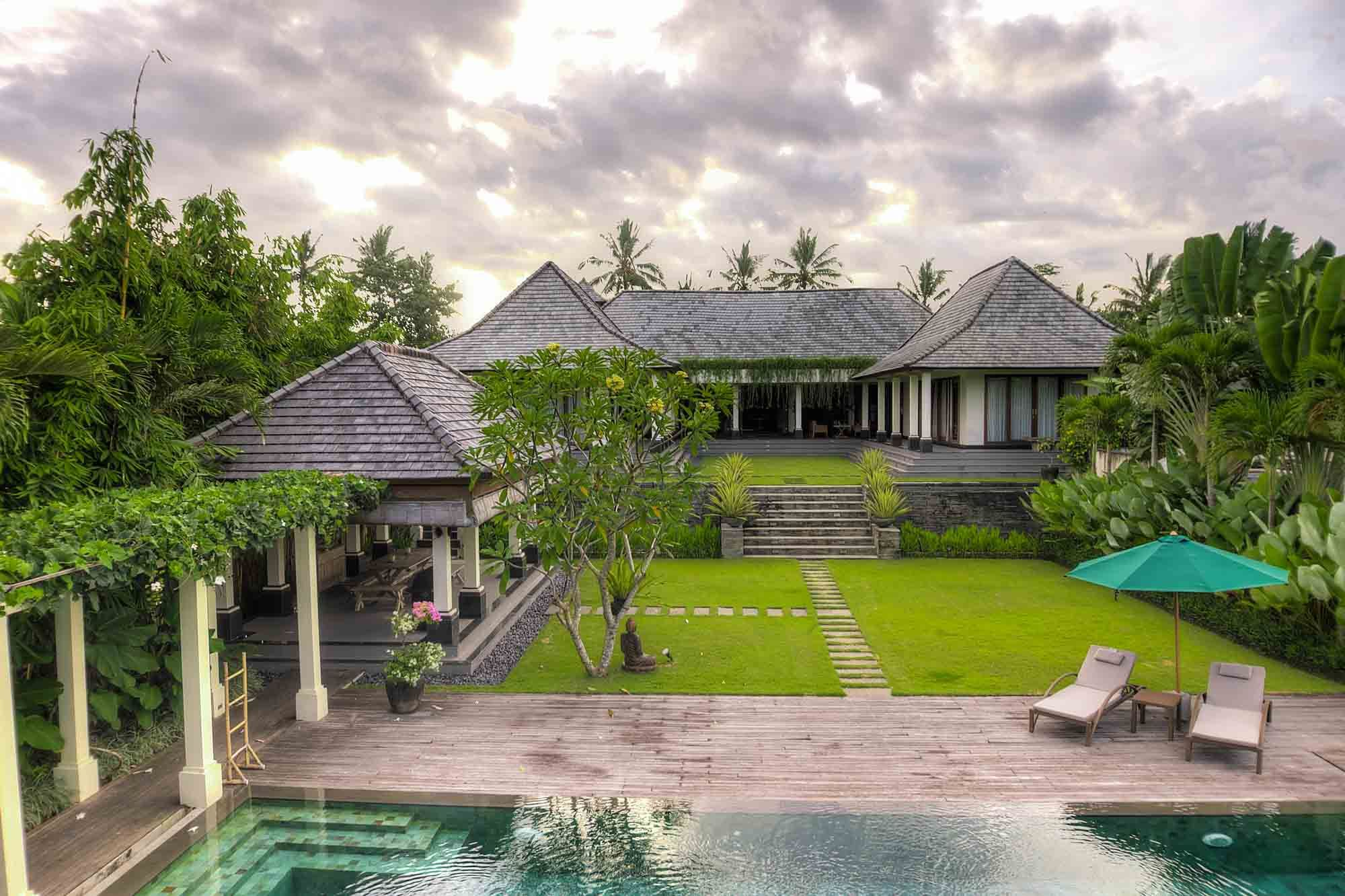 The Malabar House Is A Gorgeous 4 Bedroom Residence Located In Keliki Village Renowned For Its Painters And The Artistic Sce Ubud Beautiful Villas Luxury Pool