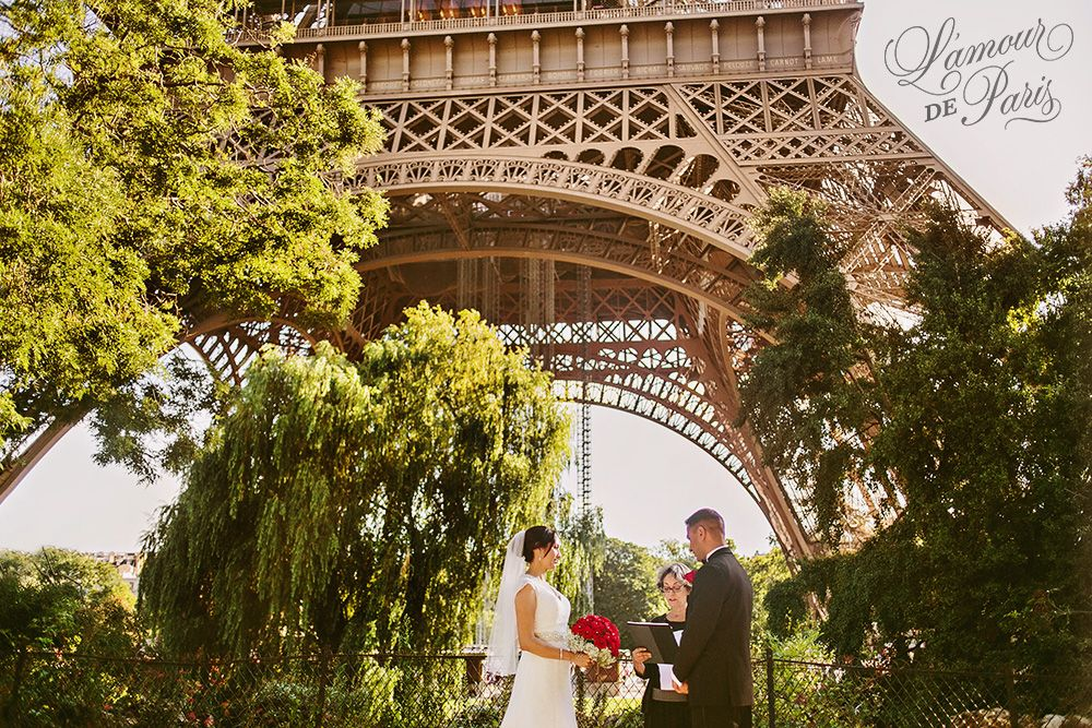 Elopement Ceremony In Front Of The Eiffel Tower Photo By Stacy Reeves