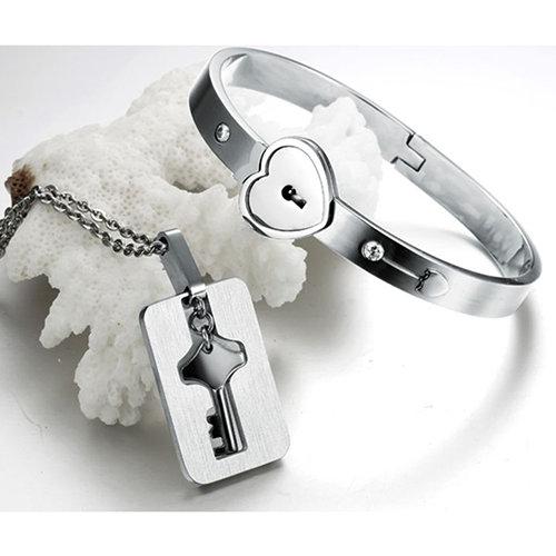 f9c944bed1 Couple Key Necklace & Lock Bracelet – Trendy Gear | Jewlery | Couple ...