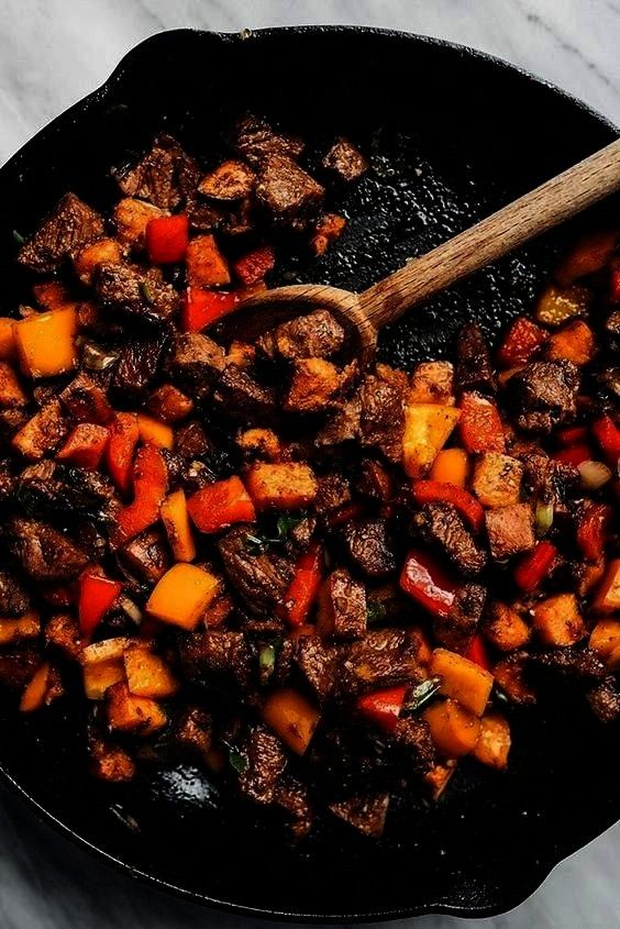 with Sweet Potatoes and Peppers | THE FRESH RECIPESWhole30 Steak Bites with Sweet Potatoes and Pepp
