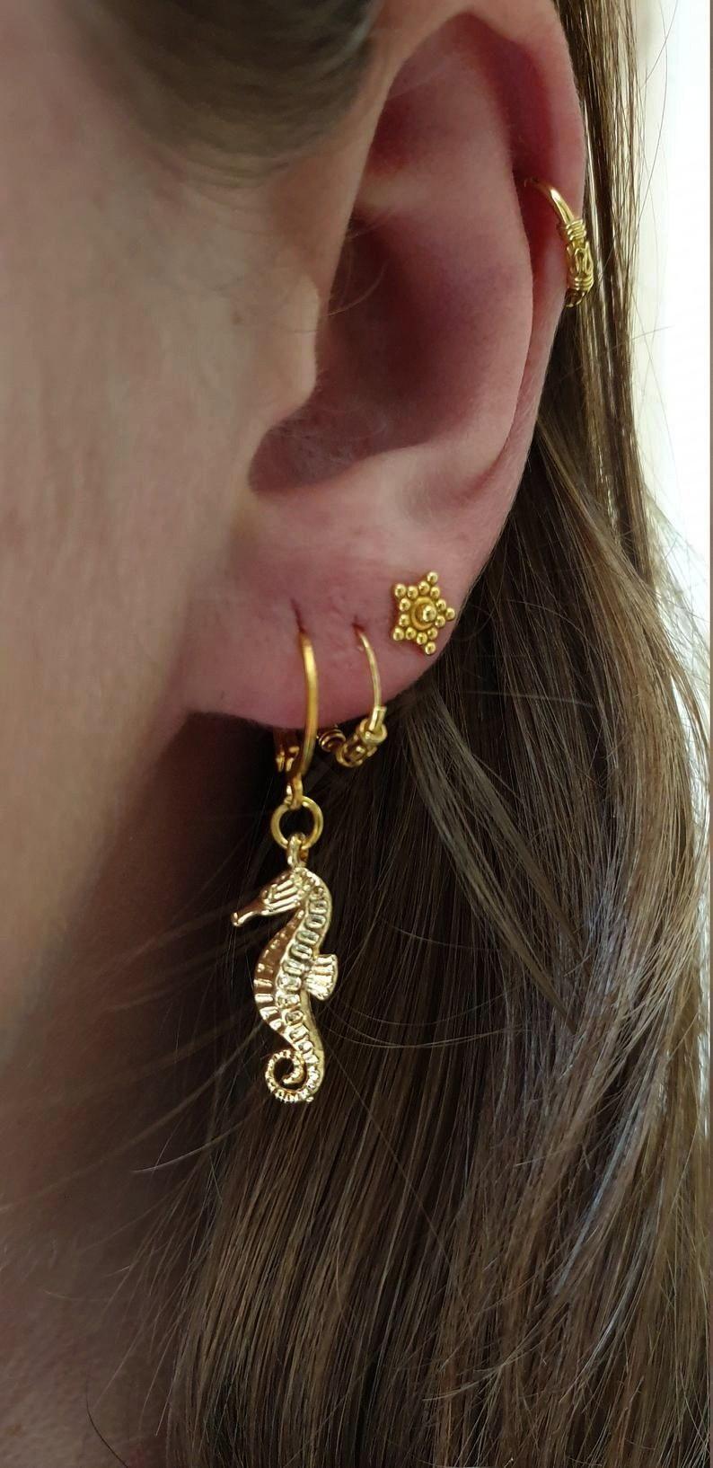 of zilveren zeepaard oorbellen | Etsy diyearringsstudsGoud of zilveren zeepaard oorbellen | Etsy di