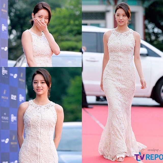 ' Elegany Hyeri at The 52nd Baeksang arts awards 👗 - I'm so sad Hyeri didn't win best new actress she really deserved it she changed how people perceived her as an actress with her character! 😥