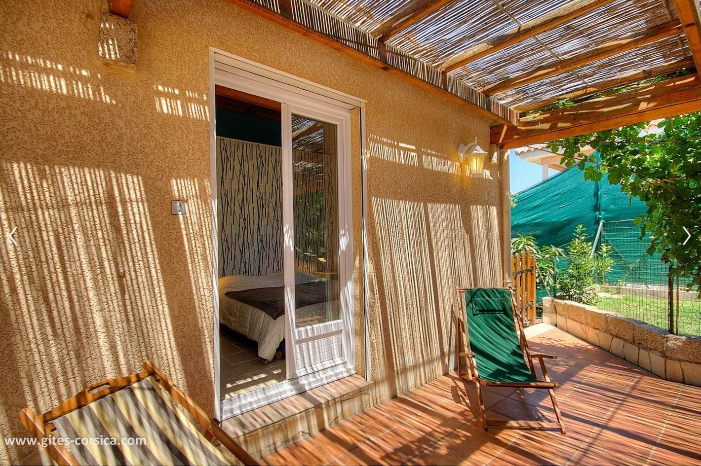 Connaissez Vous La Ville De Propriano Decouvrez La Avec Cette Maison Et Profitez D Une Vue Panoramique Decoration Exterieur Locations Vacances Vacances Corse