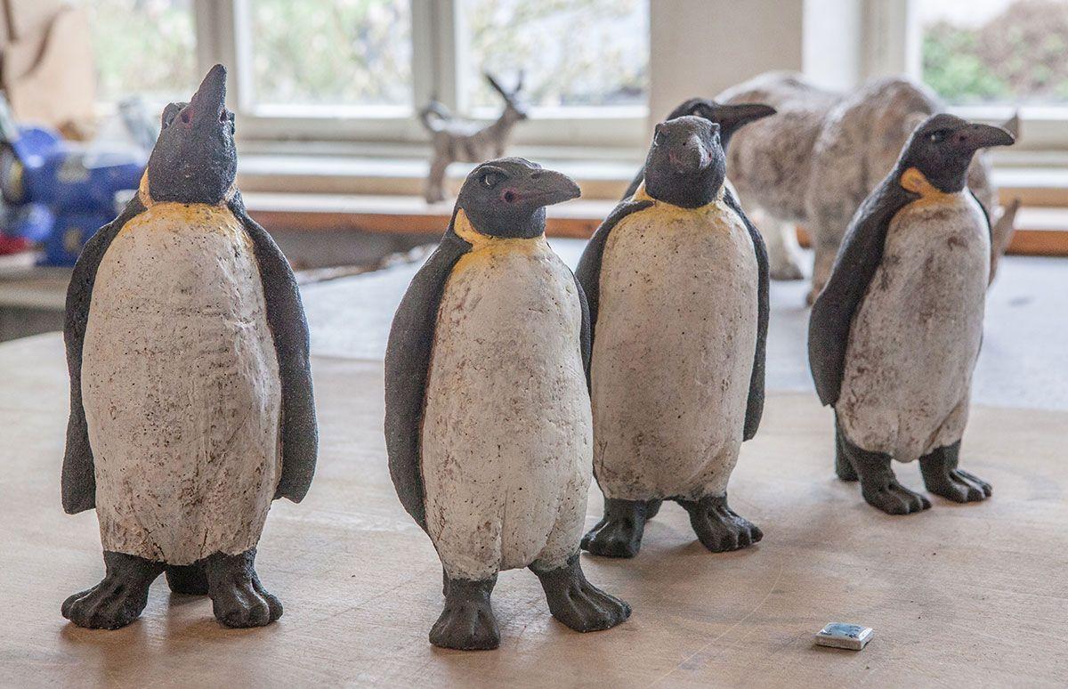 Pinguine Von Andreas Hinder Aus Hohr Grenzhausen Kunst Ton Pinguine Pinguine Pinguin Kunst Keramik Tiere