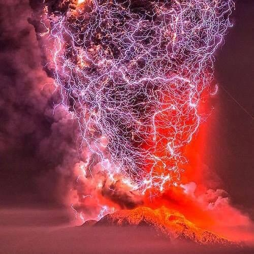 A #magnificent #volcano #lightning #thunder  - more at: http://bit.ly/2bGMU6j