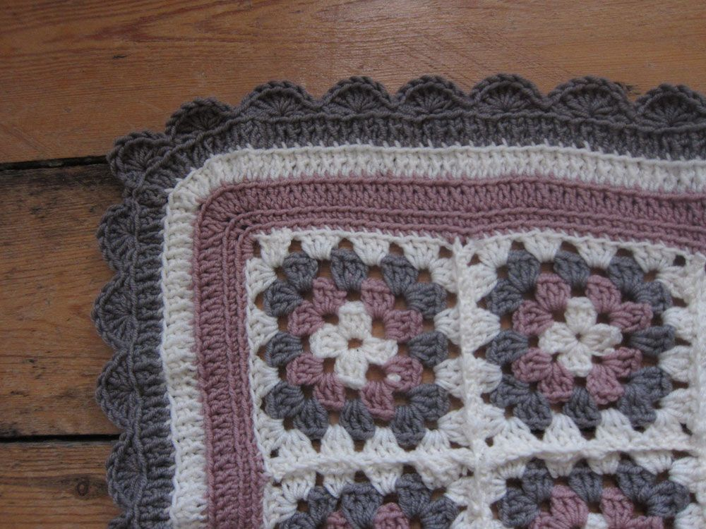 Granny square blanket by Stitch & Witter - includes link to pattern ...