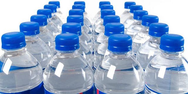 1aguaenbotella Diarioecologia Jpg Otra Razon Mas Para No Beber Agua Embotellada Tiene Mas Polonio Radiactivo Que Agua Embotellada Botellas De Agua Beber Agua