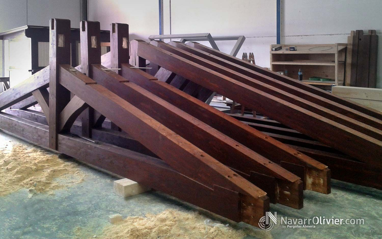 P rgolas y porches en madera para exterior estructuras pinterest madera madera para - Parking de madera ...