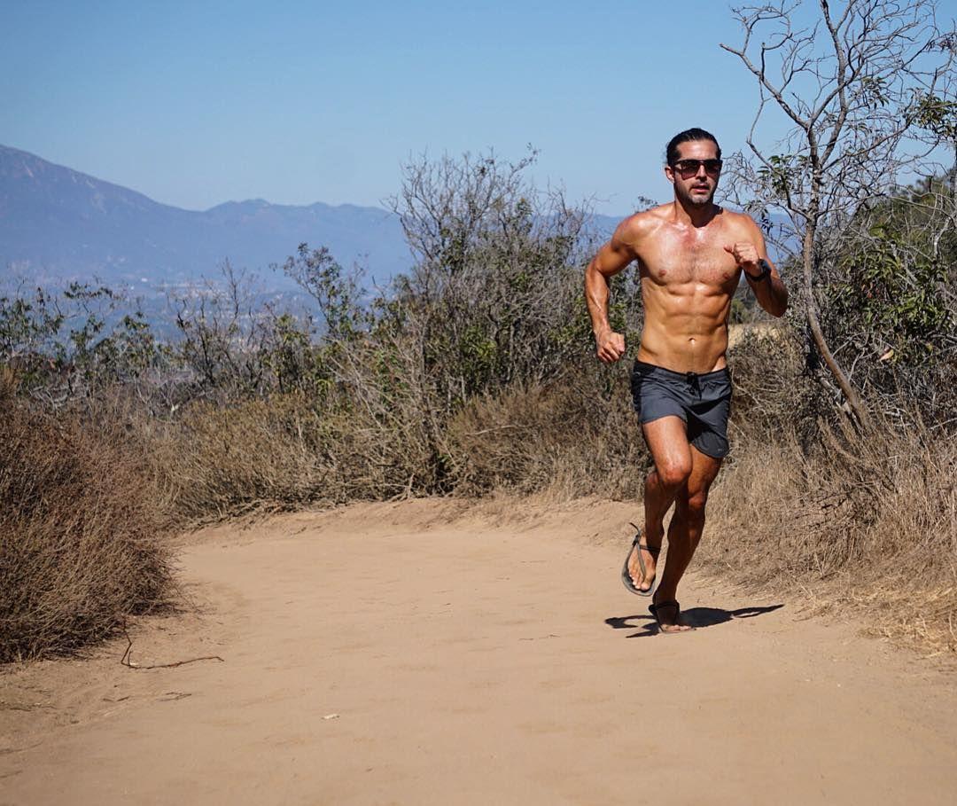 If you train hard you'll be hard to beat  Photo via @jvizcarra  #pin #train #trailrunning #endurancerunning #hilltraining #earthing #barefootrunning #lagunacoastwildernesspark