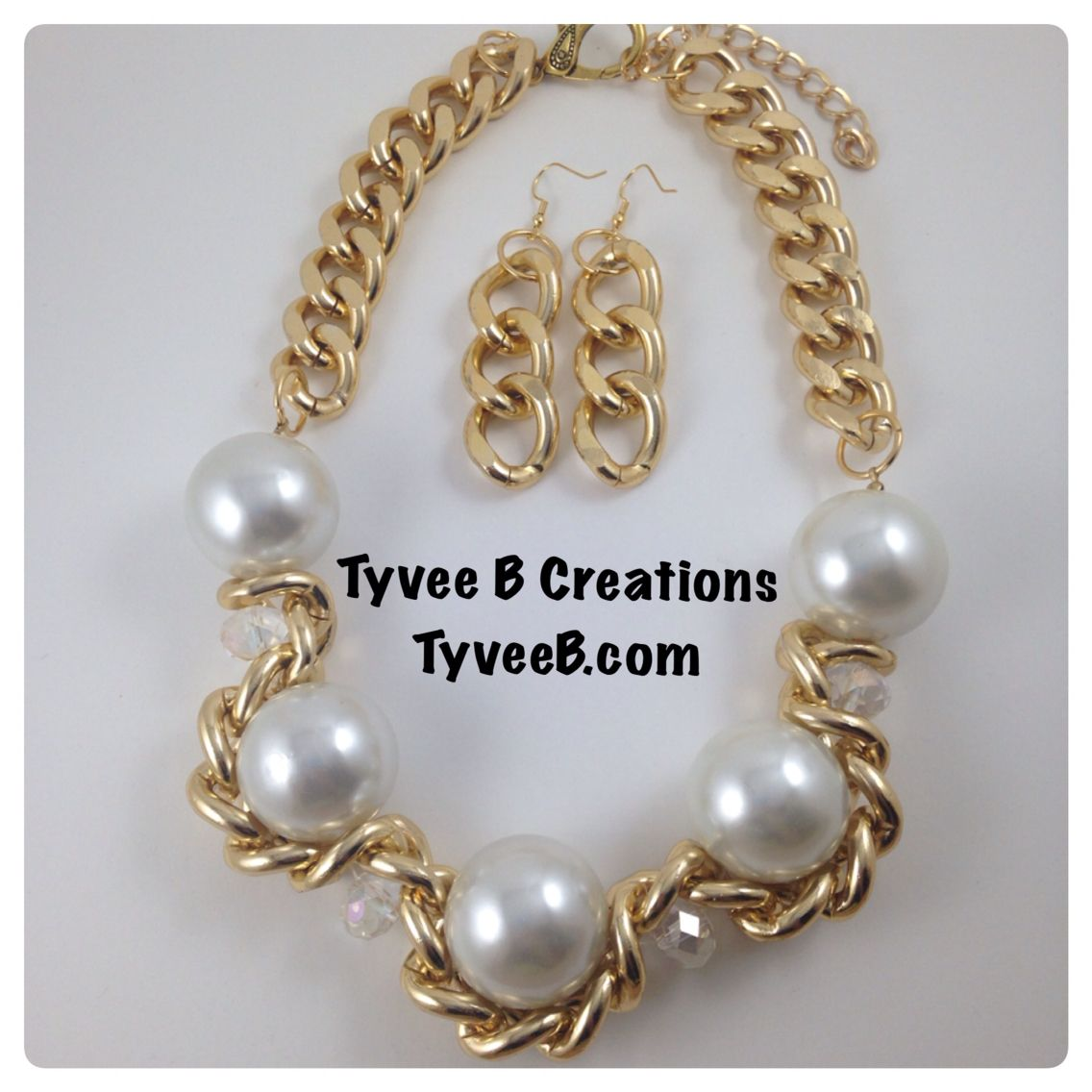Handmade statement necklace. Tyveeb.com