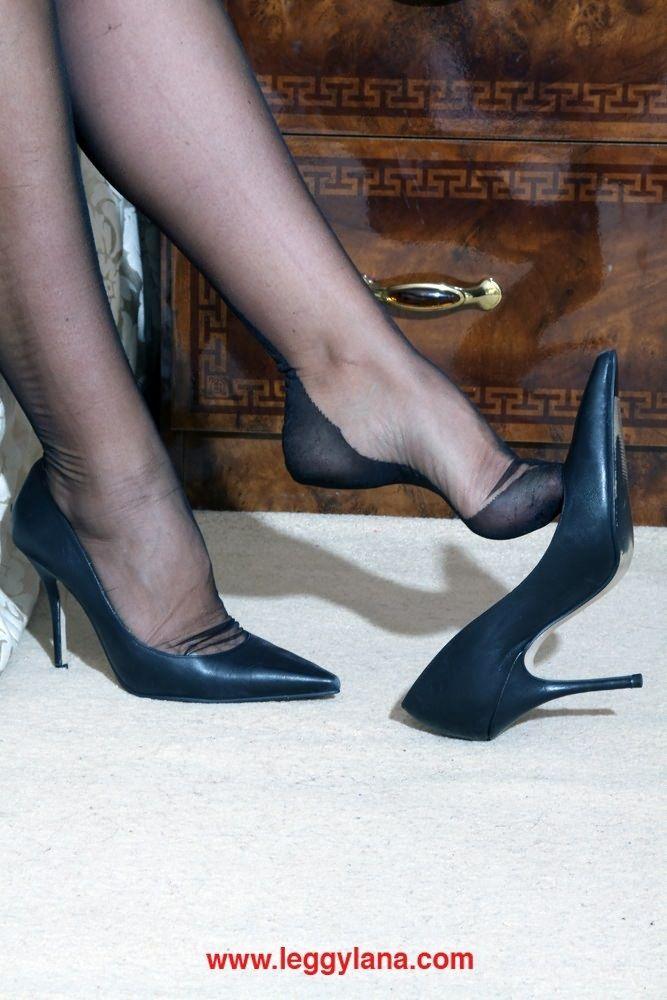 escort feet nylons