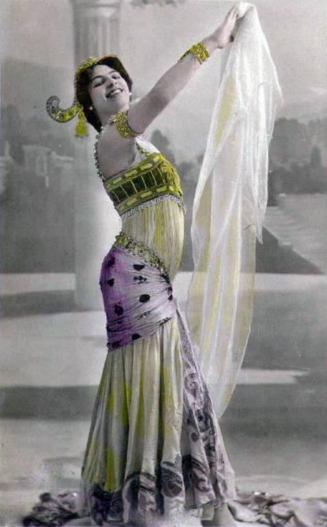 bbd3a157a519 Pin de Pablo G. en Mata Hari   Belleza femenina, Danza del vientre y ...