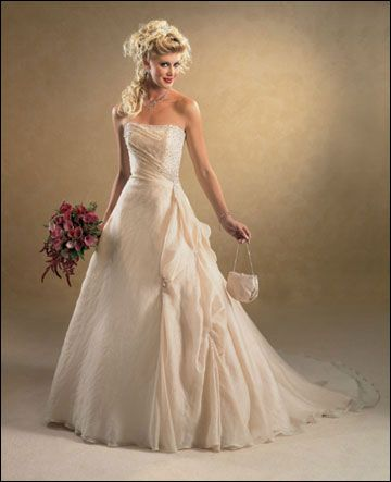 17 Best images about Wedding Dresses on Pinterest | Trumpet, Gowns ...