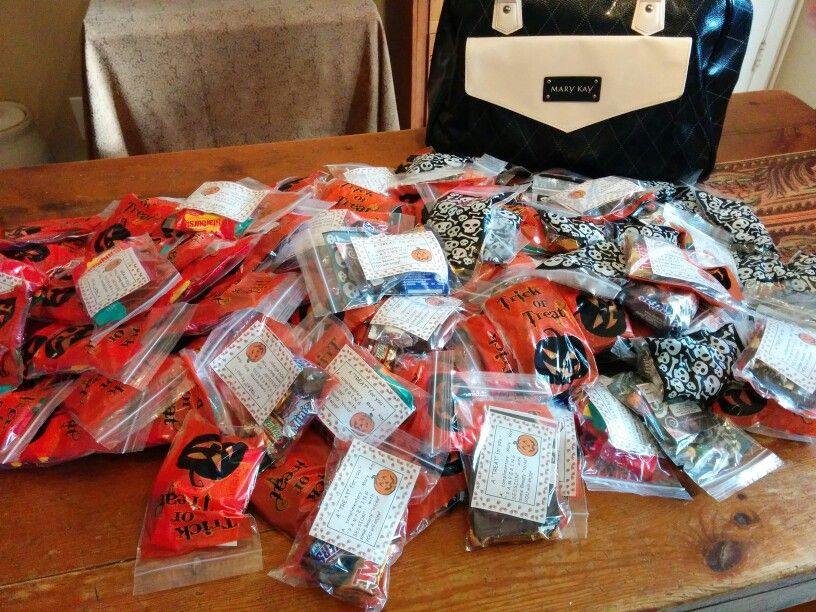 Our Halloween goody bags! So mom's can get a special treat too this Halloween! Get your own treats at www.marykay.com/kmcreynolds