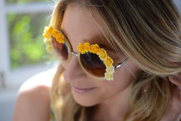 17 Festive DIY Sunglasses (via BuzzFeed)