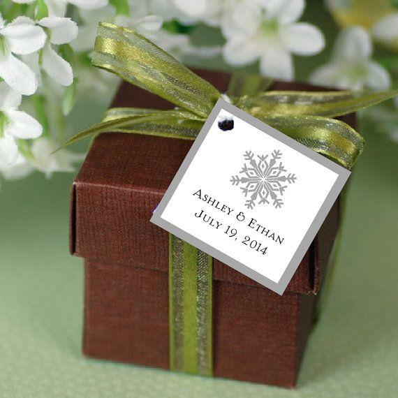 100 Snowflake Favor Tags.  Price includes personalization, printing.
