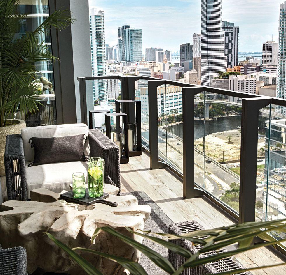 Supermodel Joan Smalls S Miami Aerie Gets A Luxe Beachy Makeover Miami Apartment Miami Houses Miami Interiors