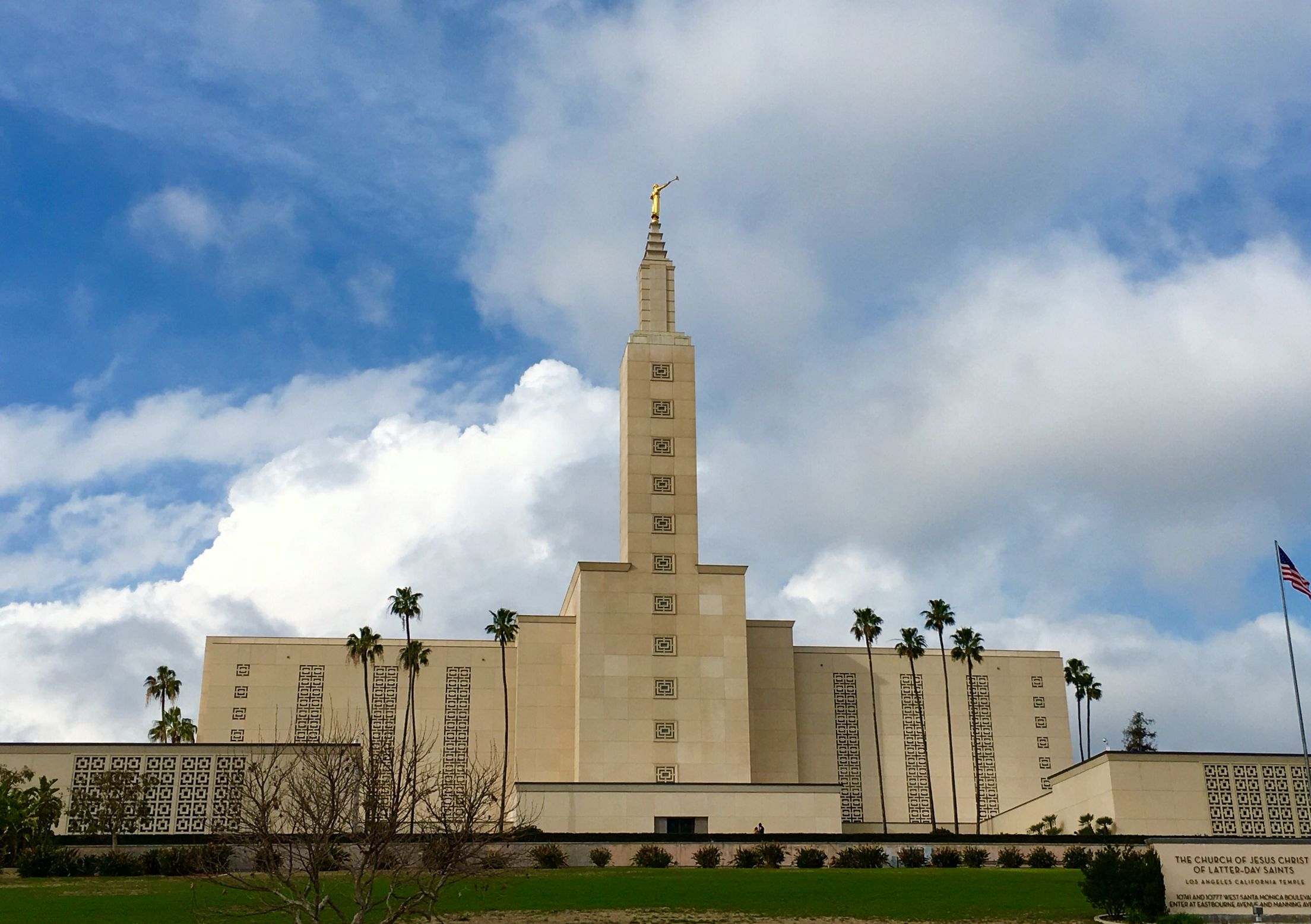 The Beautiful Los Angeles California Temple Is The Second Largest Mormon Temple To Salt Lake City And Is Located California History City Of Angels Angel Moroni